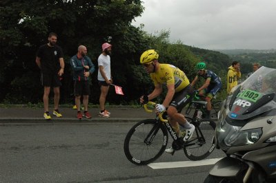 Stage 2 - Cav in yellow (lost couple seconds later to Sagan)